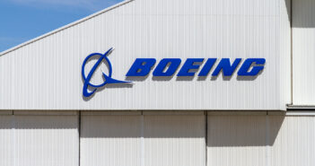 Victorville, CA / USA - March 27, 2017: The Boeing Company's logo on wall of a building at the Southern California Logistics Airport in Victorville, California. (Victorville, CA / USA - March 27, 2017. Image: sanfel/iStock